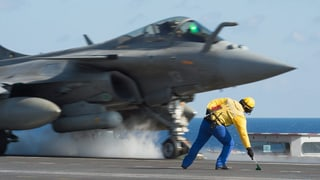 Französische Jets fliegen Angriffe