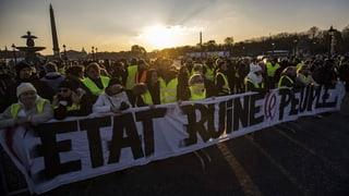 Bloccadas en la Frantscha – 283'000 «gilets jaunes» protesteschan