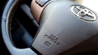 Toyota cloma enavos 2,9 milliuns autos