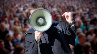 Flüchtlinge oder Flüchtende? Sprache ist Politik
