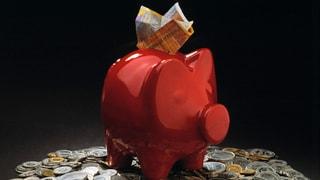 Verrückt: Schweizer sparen trotz rekordtiefer Zinsen