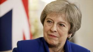 Theresa May nimmt erste Hürde