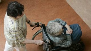 Pilotprojekt Pflegebegleitung: Angehörigen unter die Arme greifen