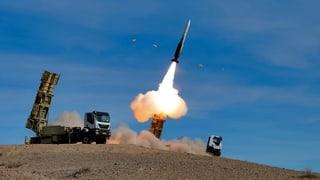 Teheran stellt neue Rakete vor