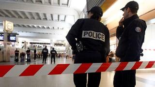 Soldat in Paris niedergestochen