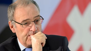 Politica GR davart Parmelin: Anc mitschà cun in egl blau