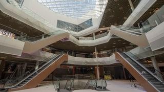 Noch immer entstehen in der Schweiz neue Shoppingcenter. Doch passen diese Konsumtempel noch in unsere Zeit?