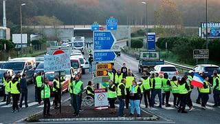 Eine Tote und mehrere Verletzte bei Protesten in Frankreich