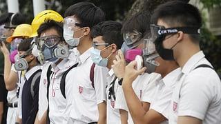 63 Festnahmen bei Ausschreitungen – Boykott an Schulen
