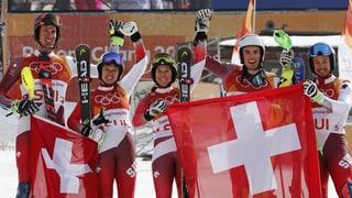 Gold im Team-Event: Die Schweizer Alpinen sind nicht zu bremsen