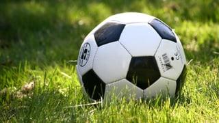 Nov stadion da ballape a Cuira s'entardescha per plirs onns