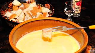 Alkohol zum Fondue macht den Magen träge