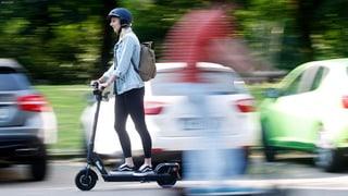 Schweizer Städte wollen E-Trotti-Chaos verhindern (Artikel enthält Audio)