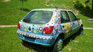 In auto en il curtin da senns da la Casa Depuoz