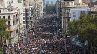 Allein in Barcelona sind am Dienstag 700'000 Menschen gegen Polizeigewalt und für die Unabhängigkeit auf die Strasse gegangen. Madrid spricht von «Aufstachelung zur Rebellion».