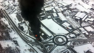 Sattelschlepper mit Aceton verunfallt bei Brig und fängt Feuer