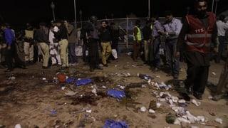 Pakistan: Attatga da suicidi cun almain 70 unfrendas