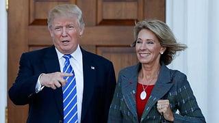 Trumps Bildungsministerin hauchdünn bestätigt