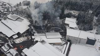 Grossbrand der Sägerei in Haltikon (SZ) hält Feuerwehr auf Trab