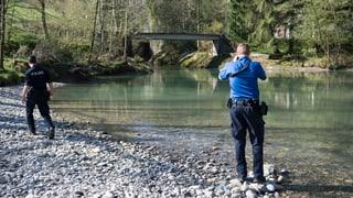 Vermisster Knabe: Schuh neben dem Fluss gefunden