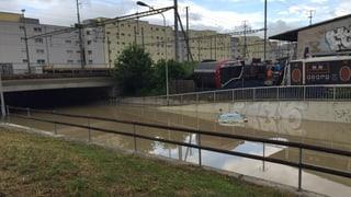 Keller überflutet, Strassen verschüttet