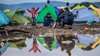 Schlamm und Kälte vertreiben Flüchtlinge aus Idomeni