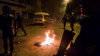 Mit Protesten in Tunesien begann 2010 der «Arabische Frühling». Jetzt rumort es wieder im Land. Maghreb-Kenner Beat Stauffer zur aktuellen Lage.