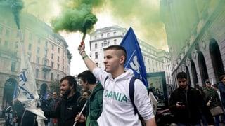 Massendemonstrationen in Mailand und Rom