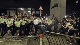 Ausschreitungen nach Massenprotesten in Hongkong