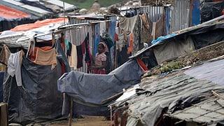 Fugitivs Rohingya en champs provisorics