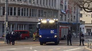 Polizei nimmt 19 Hausbesetzer mit auf den Posten