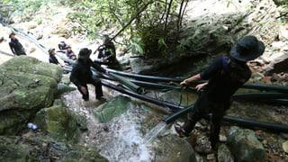 Tailanda: Chavà foras per salvar ils uffants bloccads en la tauna
