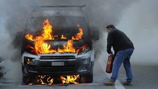 Brennen mehr Autos als früher? (Artikel enthält Audio)
