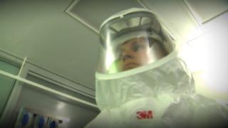Video «Ebola: Berner Inselspital für den Ernstfall gerüstet » abspielen