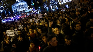 Empörte Spanier protestieren gegen weitere Einschnitte