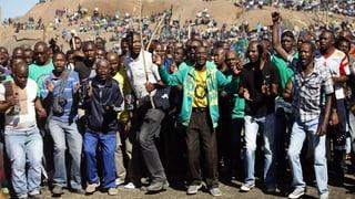 Kritik am Polizeieinsatz gegen Kumpels in Südafrika