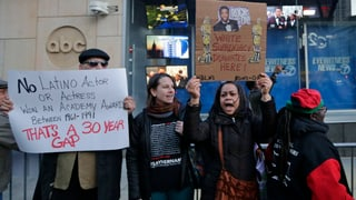 Protestrufe und Glamour: Die 88. Oscar-Verleihung hat angefangen