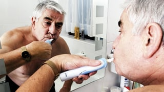 Zähne putzen – auch im Alter