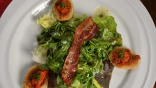 Sepps Siedwurst-Knusperli mit Tomatenwürfelchen