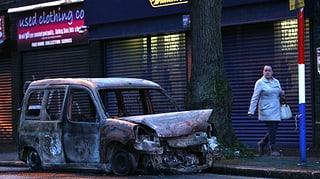 Belfast: Paramilitärs brutalisieren Proteste