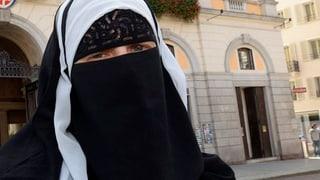 Kopftücher tragen erlaubt – sich verhüllen aber nicht