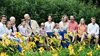 «Smiiiiil»: Dänische Königsfamilie stellt sich zumSommerfoto auf