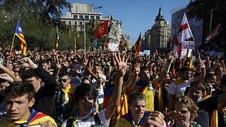 Hin und Her in Barcelona: Warten auf die Parlamentssitzung