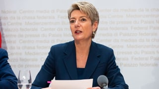 Keller-Sutter gibt Startschuss für schnellere Asylverfahren
