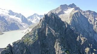 Felsstück löst sich: Berggängerin kommt ums Leben