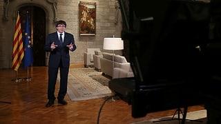«Putsch und inakzeptabler Angriff auf die Demokratie»: Kataloniens Regierungschef Carles Puigdemont will «weiter kämpfen» gegen Madrid.
