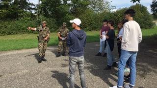 Junge sind für Gleichberechtigung in der Armee
