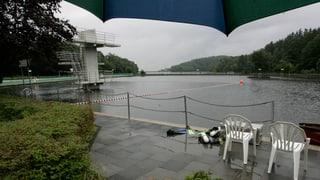 Regenwetter setzt Badis zu – Aare-Schifffahrt bleibt eingestellt