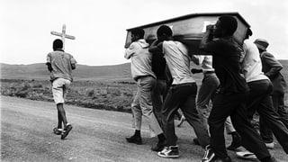 Radikale Fotos als Widerstand gegen die Apartheid – David Goldblatt und seine Mitstreiter