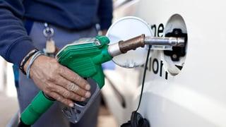 Teureres Benzin für neue Strassen